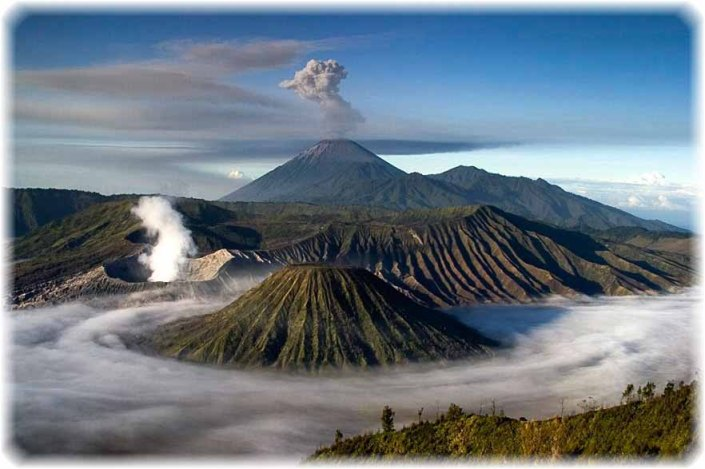 bromo_semeru_low_clouds1